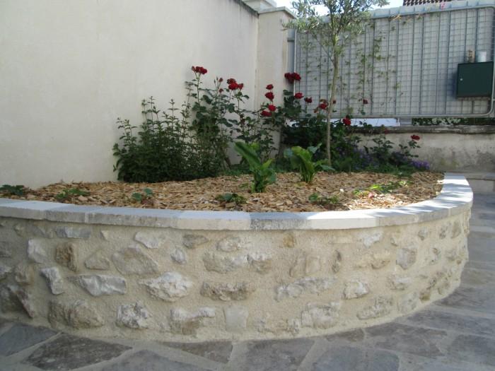 Tailleur de pierre orl ans loiret pierres cailloux for Jardiniere en pierre seche
